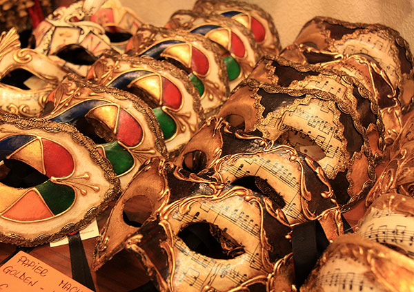 mask-shopping-in-venice