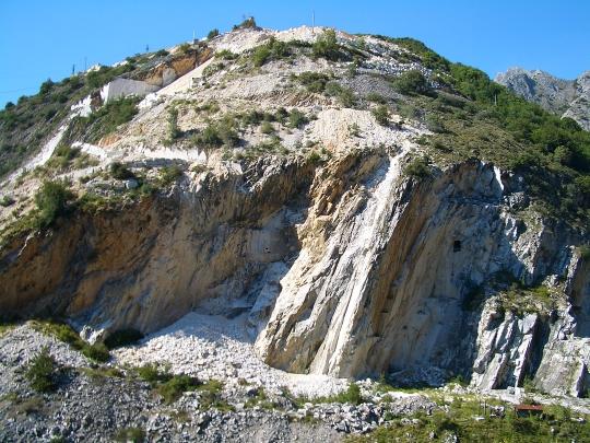Carrara_marble_quarry_540w